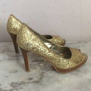Sparkle gold shoes